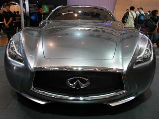 2010年4月23日,第十一届北京国际车展在新国际展览中心开幕,据记者了解将有990辆汽车参与展出,其中包括89辆全球首发车,概念车有65款,创下历史纪录。图为英菲尼迪(Infiniti)展台上的Essence. 中国网 杨佳 摄