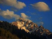 海拔4330米的Komsomola峰