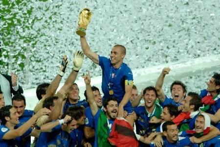 世界杯时装战 7品牌瓜分32支球队 ---(转帖) - xuke1129 - 足球书刊杂志收藏---球迷的博客