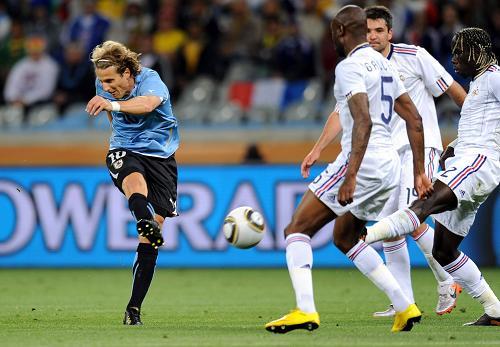 乌拉圭0:0闷平法国 南非世界杯开幕日和风劲吹