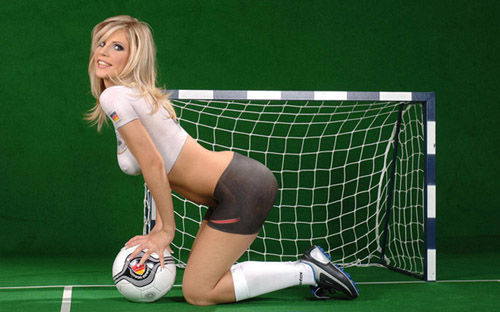 为世界盃疯狂 足球宝贝裸体彩绘