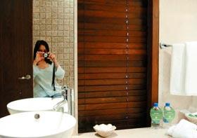 自拍性愛照片_邓晓倩与陈宏文交往,又和陈的姐夫李树发亲密出游,自拍性爱照片.