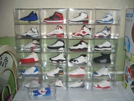网友往往对篮球鞋也有一种特殊的感情,看一下这位高手纯手工制作的air