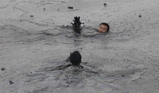 摄影师334秒记录大连清污战士牺牲过程