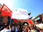 长城保护的旗帜在山西大同天镇县新平村飘舞