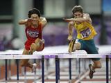王冬强(左)0.04秒之差遗憾摘得男子110米栏银牌
