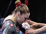 体操:高低杠比赛出现意外,加拿大选手泪洒赛场