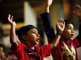 足球:伤心的新加坡球迷