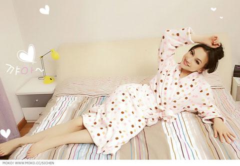 组图:日系大眼美女上演可爱俏皮睡衣秀