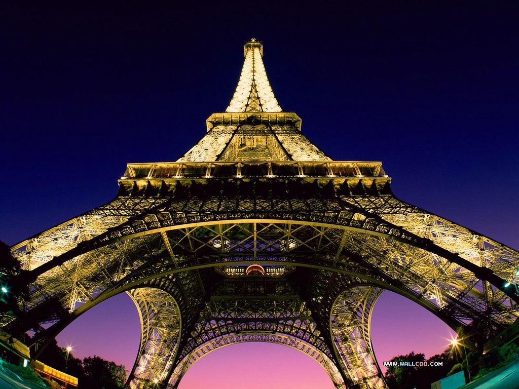 巴黎埃菲尔铁塔遭炸弹威胁图片