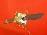 嫦娥二号卫星微缩模型运抵北京