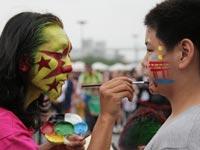 世博风景线:将爱国彩绘在脸上[组图]