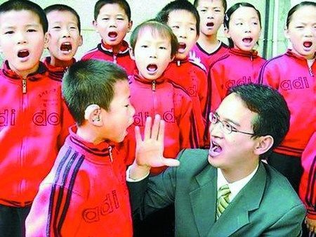邱新会老师和孩子们
