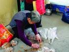 陕西咸阳捡烟头可换5分钱 一月回收700万个