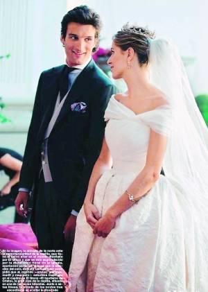 新郎新娘一左一右头像_一亿取来的新娘