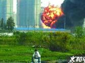 """上海现""""淡定哥"""":百米外爆炸他仍专注垂钓"""