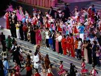 上海世博会闭幕演出结束 众人齐唱《为明天》