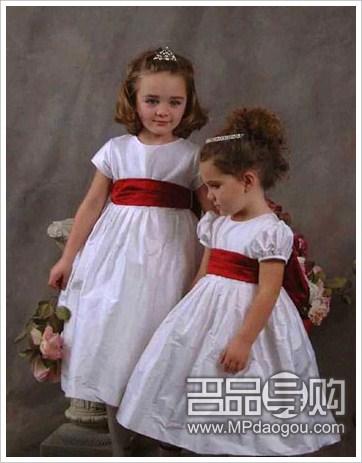 男孩小女孩都对漂亮衣服非常感兴趣,所以将婚礼上他们会穿的礼服或者
