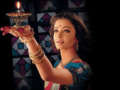 暖色调的印度新娘妆图片