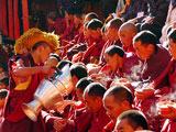 西藏的信仰民俗