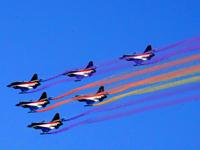 中国骄傲!空军八一飞行表演队进行飞行表演