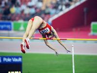 女子撑杆跳 中国队夺得金牌和银牌