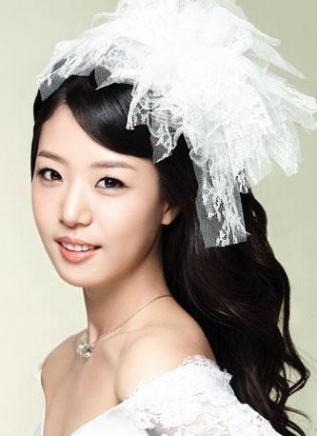 适合年轻新娘的5款活力盘发图片