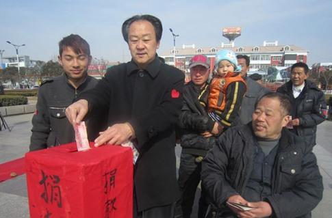毛泽东的扮演者廉晋运带头捐款