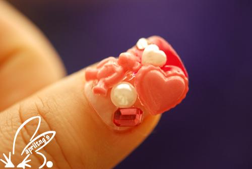 小尾指上的小花配小熊可爱吧?
