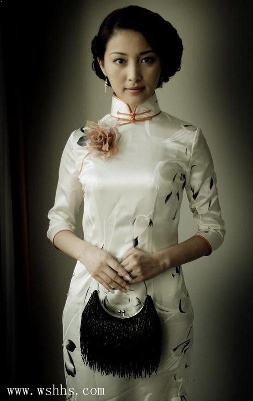 高清:前凸后翘 优雅美艳 穿旗袍的女人最美! 新