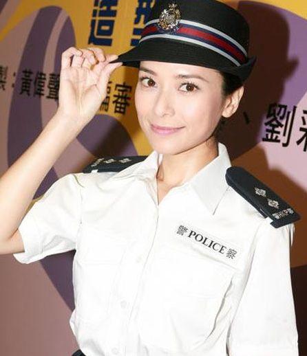 郭羡妮演绎经典香港女警-女星军装造型 谁最惹人怜