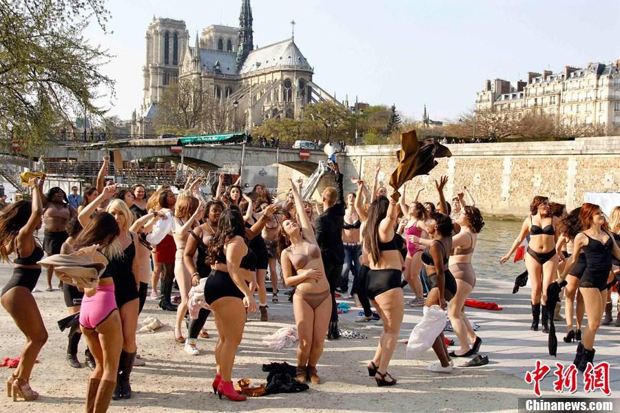 高清:法国大号美女脱衣跳舞 新闻中心