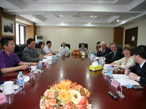 法国家庭与社会保障代表团访问人发中心
