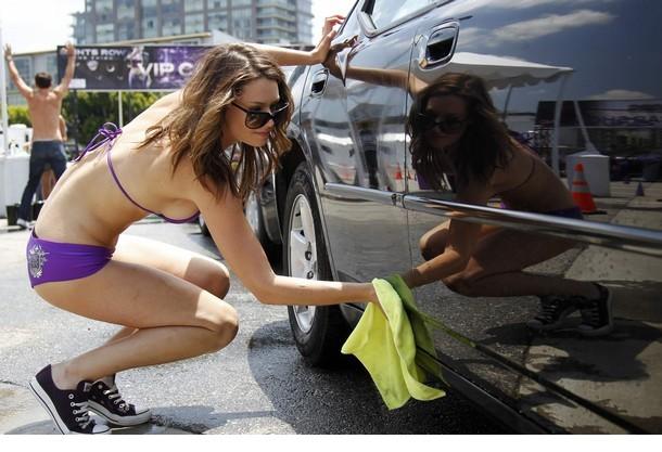 比基尼美女街头洗车 教育中心