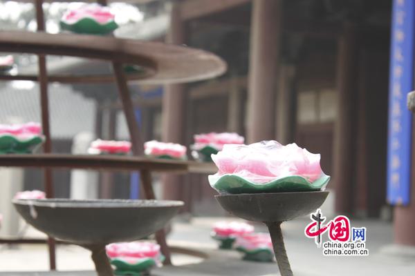 史文芳/寺庙的香火(图/史文芳)...