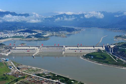 三峡实施今年首次拦洪任务
