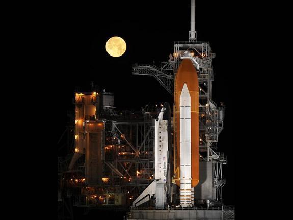 """航天飞机十大照片 """"太空拍卖""""和夜间着陆(图)"""