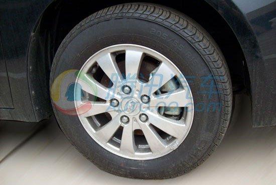 轮毂为10幅式的铝合金轮毂.   比亚迪g6的内饰布局和f6差不高清图片