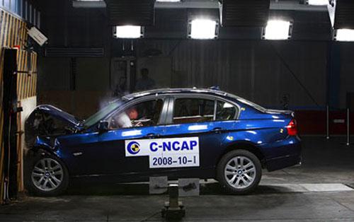 汽车碰撞测试结果 安全配置偏低 五星车也存隐患高清图片