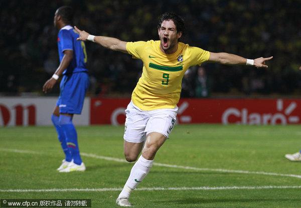 美洲杯巴西队4 2惊险出线 帕托内马尔各入2球
