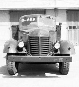 """汽车就传到我国.解放前,我国的公路上,就像开办""""万国汽车展高清图片"""
