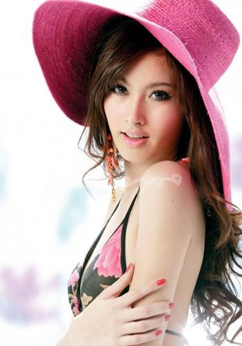poy是泰国著名变性女艺人