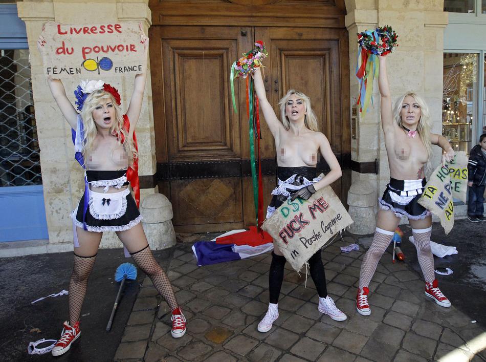 女权组织成员裸胸抗议性观光图 中国网