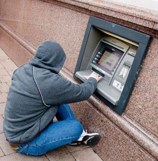 在自动取款机取钱的时候,上面显示卡主的名字seo从入门到精通百度云图片