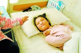 患病女孩因母親反對其捐贈眼角膜絕食(圖)