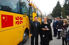 中國無償向馬其頓援助校車 網路熱議原因何在