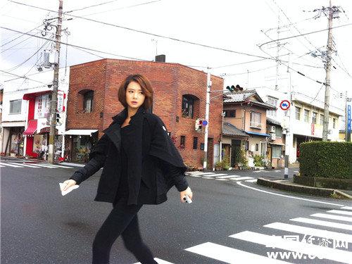 戚薇日本街头街拍图片