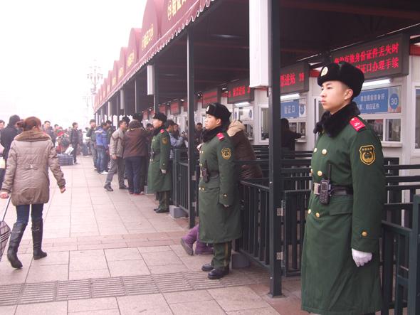 真人武警执勤图片 中国武警新疆牺牲 武警722特种部队图片