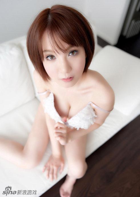 妙龄美女玩性感 露酥乳诱惑美图
