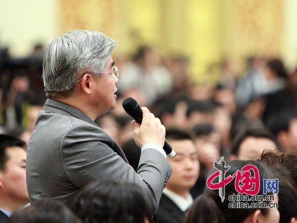 会 见中 外 记 者 现 场 中国 网 董 德